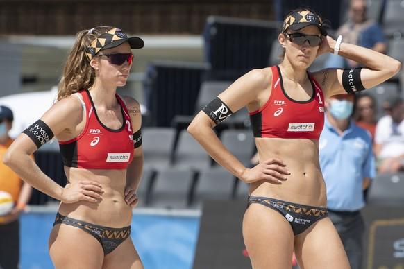epa09335490 Switzerland's Nina Betschart (L) and Tanja Hueberli (R) react during their women's quarter final match of the FIVB Beach Volleyball World Tour in Gstaad, Switzerland, 10 July 2021.  EPA/PETER SCHNEIDER
