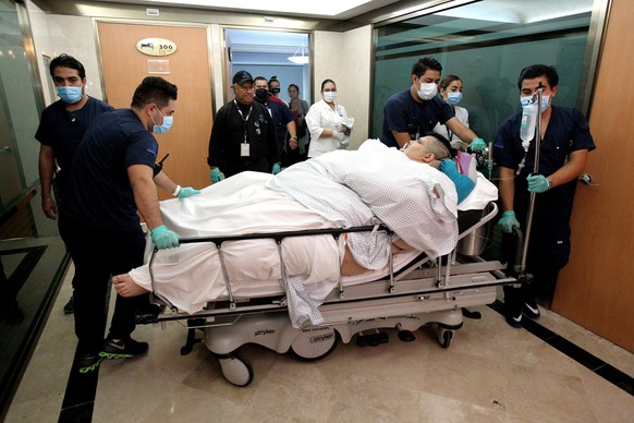 epa05953136 Juan Pedro Franco, of Mexico, is moved to a surgery room at a hospital in Guadalajara, Mexico, 09 May 2017. Believed to be the heaviest man in the world, Franco is set to undergo surgery to reduce his size.  EPA/ULISES RUIZ BASURTO