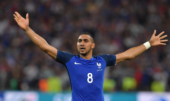 epa05368260 Dimitri Payet of France celebrates after scoring the 2-0 goal during the UEFA EURO 2016 group A preliminary round match between France and Albania at Stade Velodrome in Marseille, France, 15 June 2016.  (RESTRICTIONS APPLY: For editorial news reporting purposes only. Not used for commercial or marketing purposes without prior written approval of UEFA. Images must appear as still images and must not emulate match action video footage. Photographs published in online publications (whether via the Internet or otherwise) shall have an interval of at least 20 seconds between the posting.)  EPA/PETER POWELL   EDITORIAL USE ONLY
