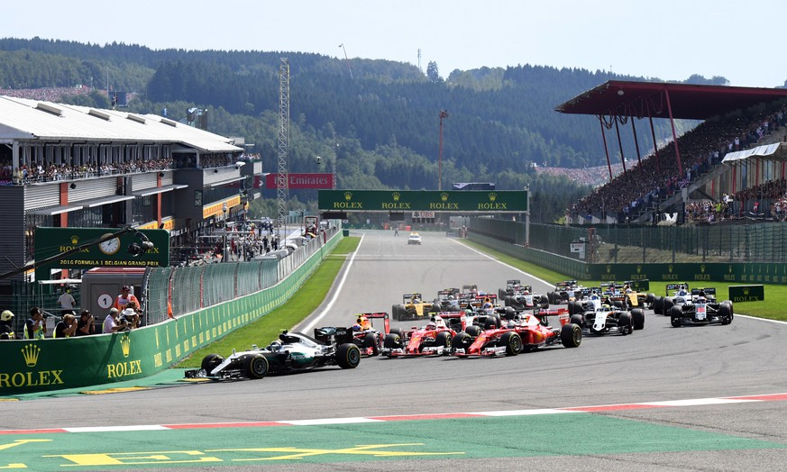 Mercedes driver Nico Rosberg of Germany leads the field into the first corner the start of the Belgian Formula One Grand Prix in Spa-Francorchamps, Belgium, Sunday, Aug. 28, 2016. (AP Photo/Geert Vanden Wijngaert)
