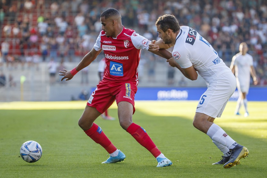 Sion's forward Yassin Fortune, left, fights for the ball with Zurich's defender Levan Kharabadze, right, during the Super League soccer match of Swiss Championship between FC Sion and FC Zuerich, at the Stade de Tourbillon stadium, in Sion, Switzerland, Saturday, August 3, 2019. (KEYSTONE/Salvatore Di Nolfi)
