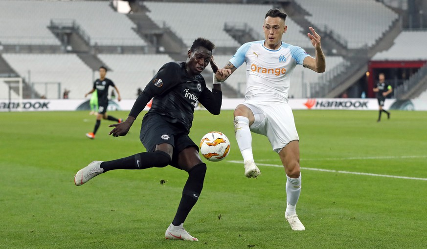 epa07035331 Danny Da Costa (L) of Eintracht Frankfurt and Lucas Ocampos (R) of Marseille in action during the UEFA Europa League group H soccer match between Olympique Marseille and Eintracht Frankfurt at the Orange Velodrome stadium in Marseille, Southern France, 20 September 2018.  EPA/GUILLAUME HORCAJUELO