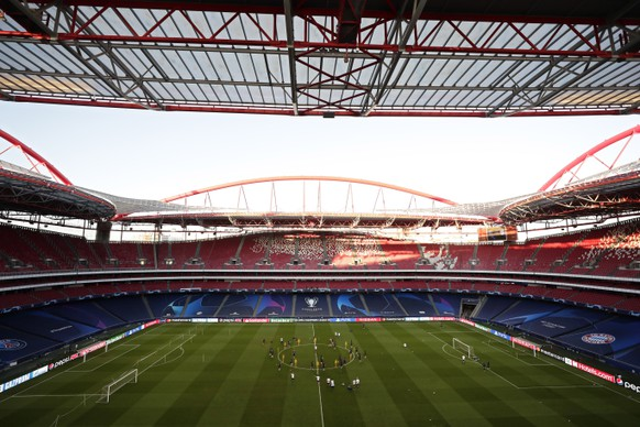PSG players exercise during a training session at the Luz stadium in Lisbon, Saturday Aug. 22, 2020. PSG will play Bayern Munich in the Champions League final soccer match on Sunday. AP Photo/Manu Fernandez, Pool)