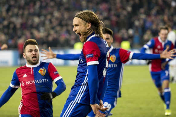 epa06344697 Basel's Michael Lang celebrates his goal during the UEFA Champions League Group stage Group A matchday 5 soccer match between Switzerland's FC Basel 1893 and England's Manchester United FC at the St. Jakob-Park stadium in Basel, Switzerland, on Wednesday, November 22, 2017.  EPA/PARTRICK STRAUB