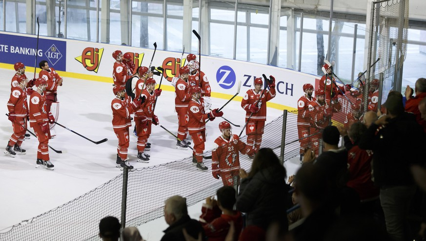 Lausanne's players great their supporters after winning against Pelicans during a shoutout session, at the Champions Hockey League game between Lausanne HC and Lathi Pelicans, at the ice stadium Yverdon, in Yverdon-Las-Bains, Switzerland, Sunday, September 8, 2019. (KEYSTONE/Salvatore Di Nolfi)