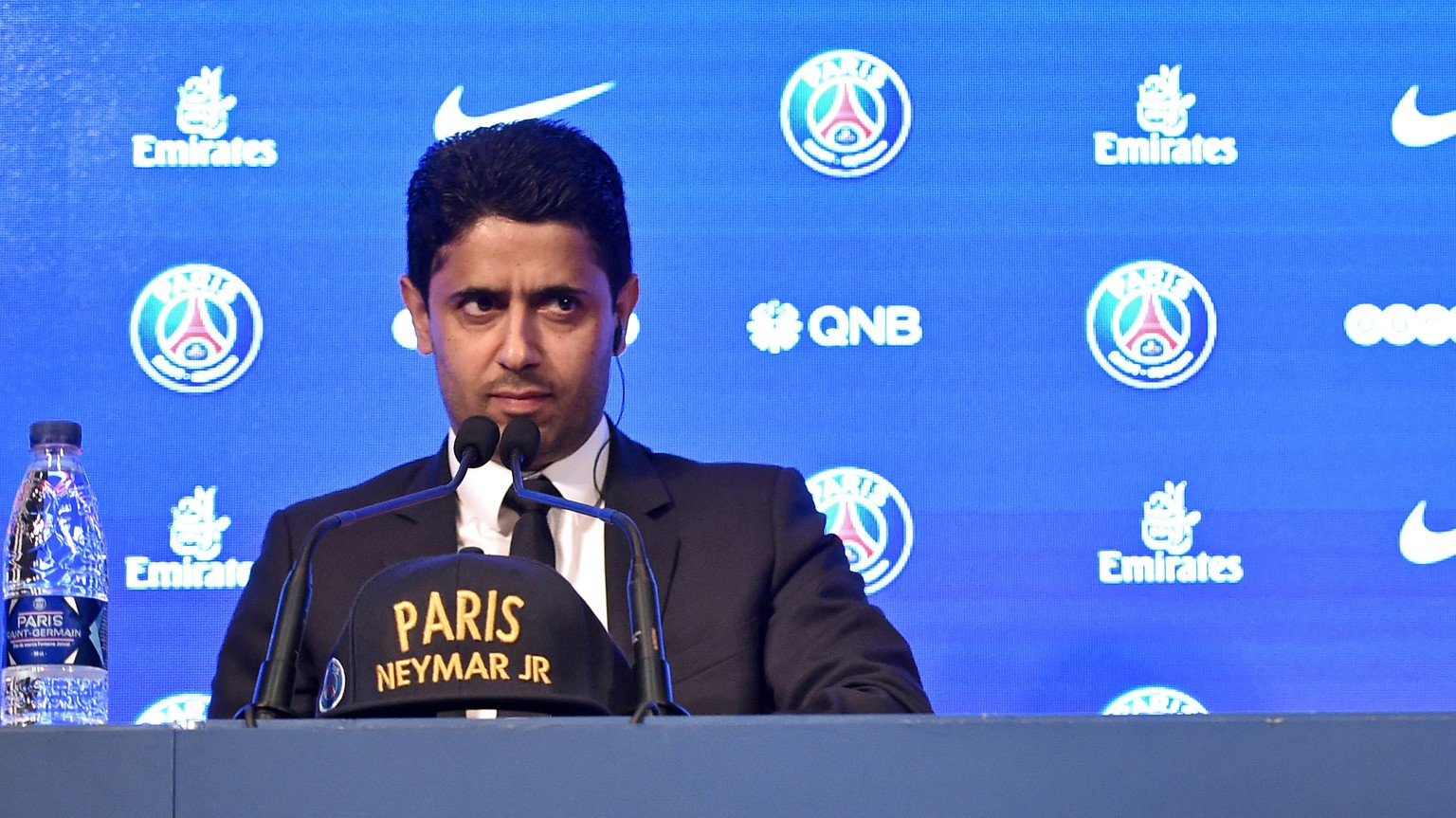 epa06124214 Paris Saint Germain's chairman and CEO Nasser Al-Khelaif (L) and Brazilian striker Neymar Jr (R) speak to media during a press conference at the Parc des Princes stadium in Paris, France, 04 August 2017. Neymar Jr is presented as new player of Paris Saint-Germain (PSG) after completing a record-breaking 222-million-euro move from Spanish side FC Barcelona.  EPA/CHRISTOPHE PETIT TESSON