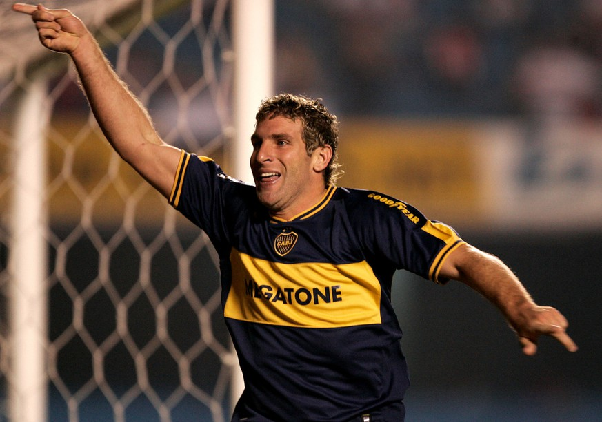 Boca Juniors' Martin Palermo celebrates after scoring against Sao Paulo FC during the Recopa Final at Morumbi Stadium in Sao Paulo, Brazil, Thursday, Sept. 14, 2006. (AP Photo/Victor R. Caivano)