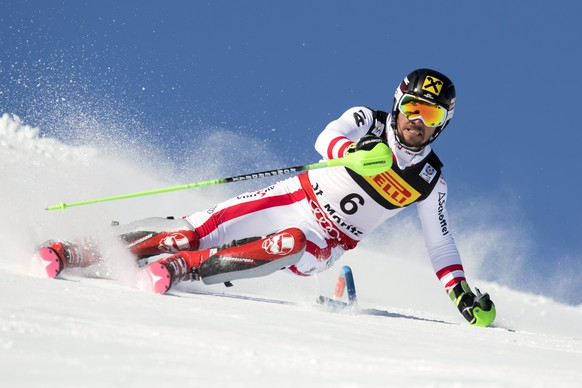 epa05803254 Marcel Hirscher, of Austria, clears a pole, during the first run of the men Slalom at the 2017 FIS Alpine Skiing World Championships in St. Moritz, Switzerland, 19 February 2017.  EPA/GIAN EHRENZELLER