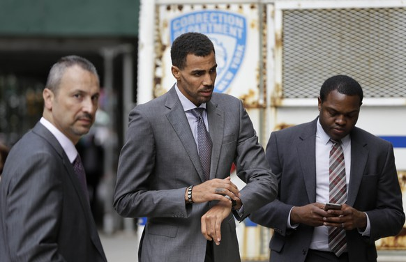 The Atlanta Hawks' Thabo Sefolosha, center, arrives to criminal court after a lunch break in New York, Thursday, Oct. 8, 2015. An NBA head coach has testified that the character of Sefolosha, a professional basketball player and Swiss national on trial after a confrontation with New York City police, is