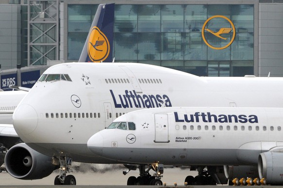 epa05001650 (FILE) A file photo dated 23 March 2009 showing passenger planes of German carrier Lufthansa waiting for take-off clearance at the airport in Frankfurt Main, Germany. Lufthansa on 29 October 2015 lifted its full-year earnings forecast as it bounced back from a September pilots strike. Its third-quarter earnings were helped by the low cost of aviation fuel and an unexpected surge in travel during the Northern Hemisphere's summer. They rose 51 per cent from the same quarter a year ago to 1.2 billion euros (1.3 billion dollars). Chief executive Carsten Spohr said earnings for the year would be in the range of 1.75 billion to 1.95 billion euros, provided there is no fresh strike. Previously, he had said earnings would be at least 1.5 billion euros.  EPA/BORIS ROESSLER *** Local Caption *** 90030196