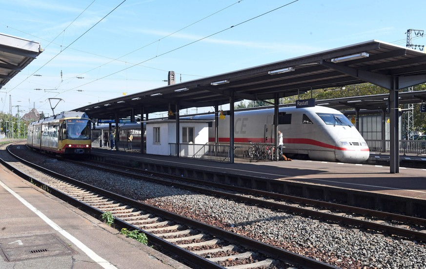epa05580828 A train arrives at the rail station in Rastatt, Germany, 11 October 2016. The station was closed during the morning hours due to a bomb scare. Police informed that the threat was received through a telephone call in the morning. The rail station has been reopened in the mean time.  EPA/ULI DECK