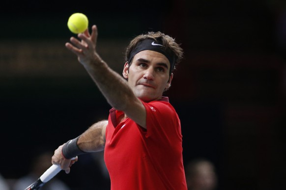 Switzerland's Roger Federer serves against Milos Raonic of Canada during their men's singles quarter-final match at the Paris Masters tennis tournament at the Bercy sports hall in Paris, October 31, 2014. REUTERS/Benoit Tessier (FRANCE - Tags: SPORT TENNIS)