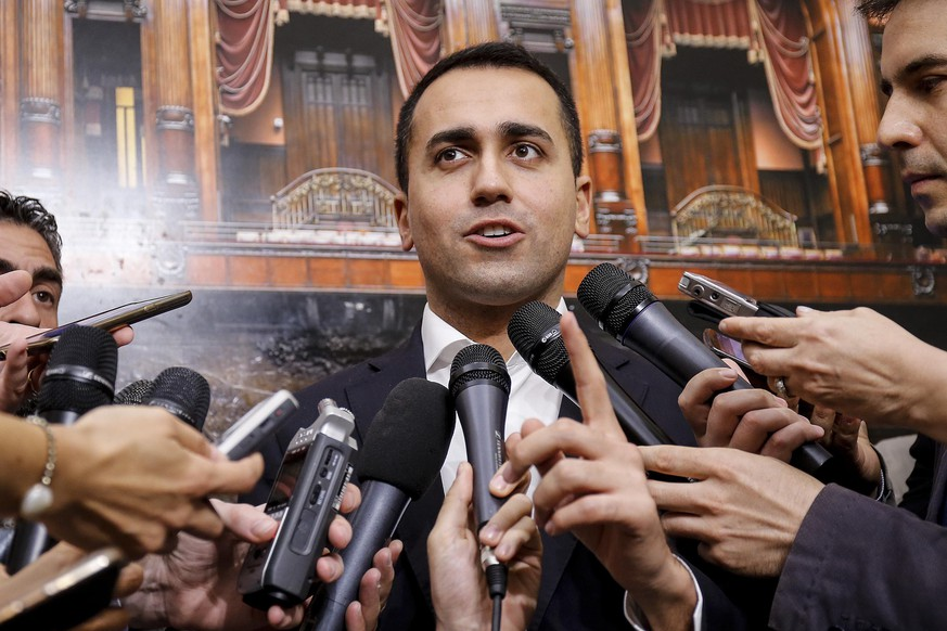 epa06774191 Five-Stars Movement (M5S) leader Luigi Di Maio (C) is surrounded by journalists prior to the start of the joint meeting of parliamentarians of the 5 Star Movement in the Chamber of Deputies, in Rome, 30 May 2018. The election winners, the anti-establishment M5S and the right wing 'League' party, are both still in the process of finding an approriate and acceptable candidate for the post of Prime Minister.  EPA/FABIO FRUSTACI