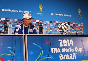 BRASILIA, BRAZIL - JULY 04:  Coach Alejandro Sabella of Argentina speaks with the media during a press conference at Estadio Nacional on July 4, 2014 in Brasilia, Brazil.  (Photo by Ronald Martinez/Getty Images)
