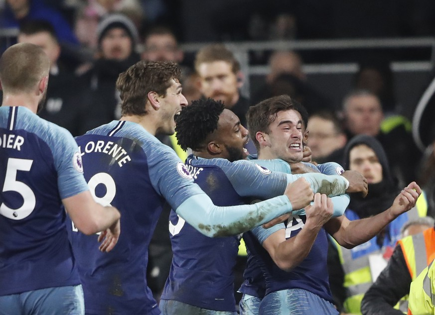 Tottenham Hotspur's Harry Winks, right celebrates after scoring his sides 2nd goal with teammates during the English Premier League soccer match between Fulham and Tottenham Hotspur at Craven Cottage in London, Sunday, Jan. 20, 2019. (AP Photo/Frank Augstein)