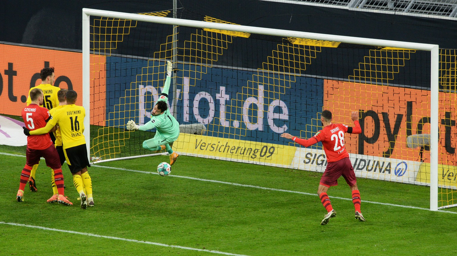 epa08849122 Cologne's Tunisian midfielder Ellyes Skhiri scores goal to 0:2 during the German first division Bundesliga football match Borussia Dortmund v 1.FC Cologne at the Signal Iduna Park Stadium in Dortmund, Germany, 28 November 2020..  EPA/UWE KRAFT / POOL DFL REGULATIONS PROHIBIT ANY USE OF PHOTOGRAPHS AS IMAGE SEQUENCES AND/OR QUASI-VIDEO