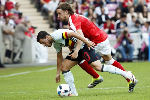 epa05333990 Belgium's Eden Hazard, (L) in action against Switzerland's Michael Lang, during an international friendly soccer match between Switzerland and Belgium, at the stade de Geneve stadium, in Geneva, Switzerland, 28 May 2016. Switzerland and Belgium are preparing for UEFA Euro 2016 soccer championships taking place from 10 June to 10 July 2016 in France.  EPA/SALVATORE DI NOLFI