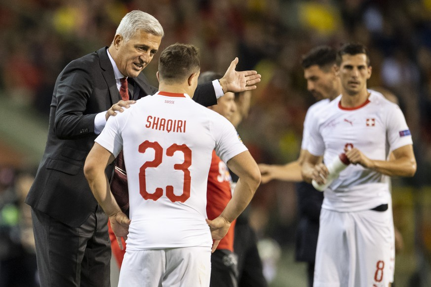 Switzerland's head coach Vladimir Petkovic, left, speaks to Xherdan Shaqiri during the UEFA Nations League soccer match between Belgium and Switzerland at the King Baudouin Stadium in Brussels, on Friday, October 12, 2018. (KEYSTONE/Ennio Leanza).