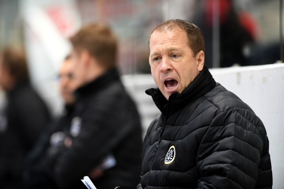 Lugano's Head Coach Greg Ireland, during the preliminary round game of National League A (NLA) Swiss Championship 2016/17 between HC Lugano and EHC Kloten, at the ice stadium Resega in Lugano, Switzerland, Friday, January 20, 2017. (KEYSTONE/Ti-Press/Samuel Golay)