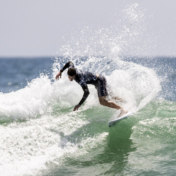 epa07754267 Liam O'Brien of Australia in action during the Men's QS 10000 Round 5 of the Vans US Open of Surfing in Huntington Beach, California, USA, 02 August 2019. The Open runs from 27 July to 04 August.  EPA/ETIENNE LAURENT