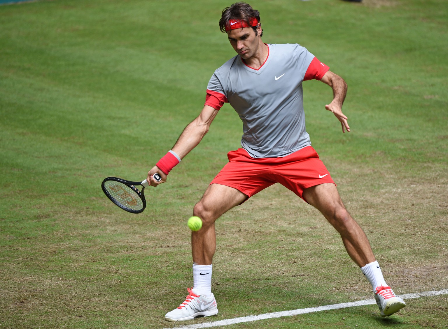 HALLE, GERMANY - JUNE 12:  Roger Federer of Switzerland plays a forehand in his match against Joao Sousa of Portugal during day four of the Gerry Weber Open at Gerry Weber Stadium on June 12, 2014 in Halle, Germany.  (Photo by Thomas Starke/Bongarts/Getty Images)