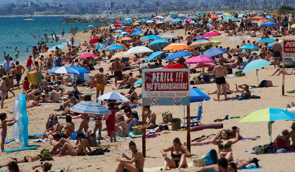 epa08497377 People enjoy the warm and sunny weather on the beach of Calella in Barcelona, Catalonia, Spain, 20 June 2020, on the day before all the country is scheduled to enter into what is dubbed the 'new normality' after a total of 98 days of lockdown and emergency measures in a bid to curb the pandemic of the the SARS-CoV-2 coronavirus that causes the COVID-19 disease.  EPA/ALEJANDRO GARCIA