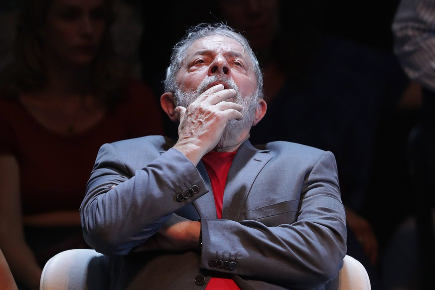 epa06646335 (FILE) - Brazilian President Luiz Inacio Lula da Silva during an act in Rio de Janeiro, Brazil, 02 April 2018 (issued 05 April 2018). Brazilian Supreme Court on 04 April 2018 rejected a habeas corpus tried by the defense of Lula and thus opening the possibility of jail time to the country's most popular leader, sentenced to twelve years in prison for corruption.  EPA/ANTONIO LACERDA FILE