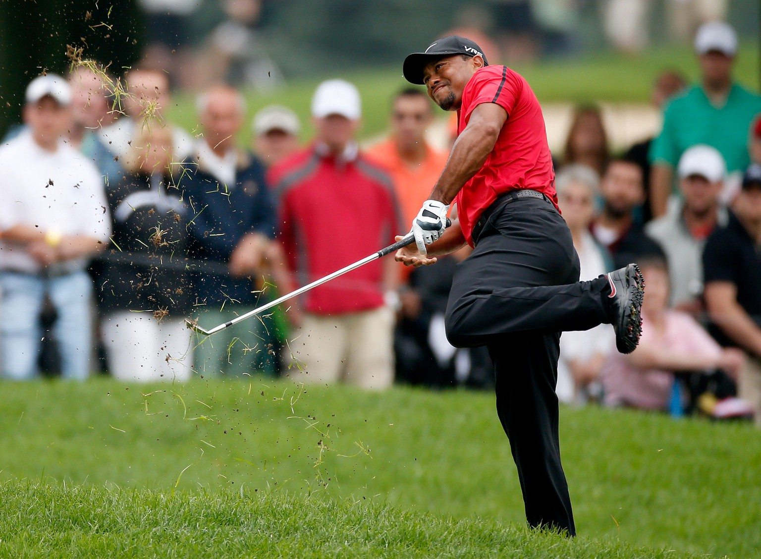 AKRON, OH - AUGUST 03: Tiger Woods hits out of the rough on the second hole during the final round of the World Golf Championships-Bridgestone Invitational at Firestone Country Club South Course on August 3, 2014 in Akron, Ohio.   Gregory Shamus/Getty Images/AFP == FOR NEWSPAPERS, INTERNET, TELCOS & TELEVISION USE ONLY ==