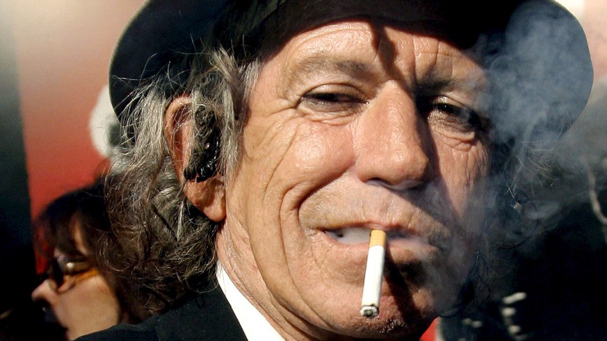 epa07223241 (FILE) - A file picture dated 30 March 2008 shows British Rolling Stones guitarist Keith Richards smoking a cigarette at the Ziegfeld Theater in New York, USA (reissued 11 December 2018). Keith Richards turns 75 on 18 December 2018.  EPA/PETER FOLEY *** Local Caption *** 51142328