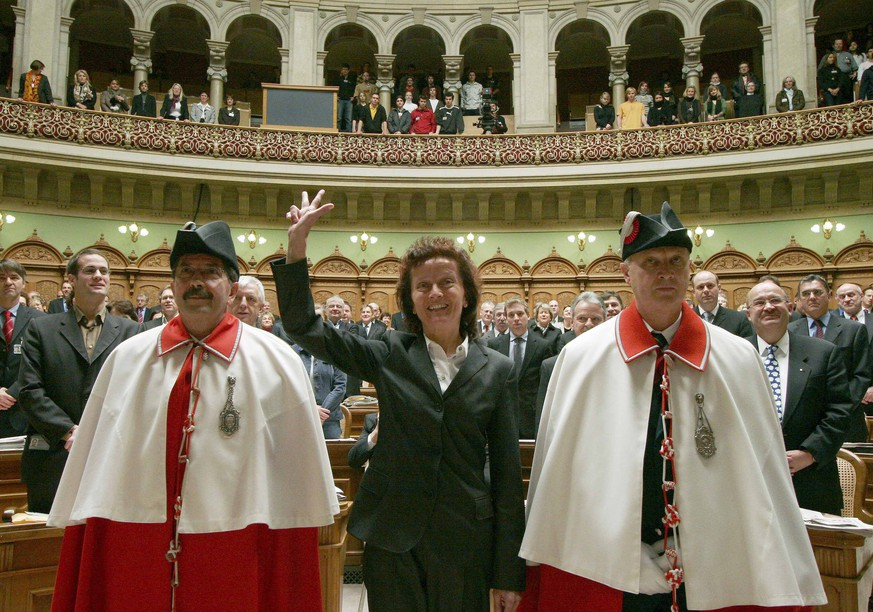 Newly elected Swiss minister Eveline Widmer-Schlumpf (C) is sworn in at the Swiss parliament in Bern, Switzerland in this December 13, 2007 file photo. Widmer Schlumpf announced that she will not seek reelection on December 9, 2015. REUTERS/Ruben Sprich/Files