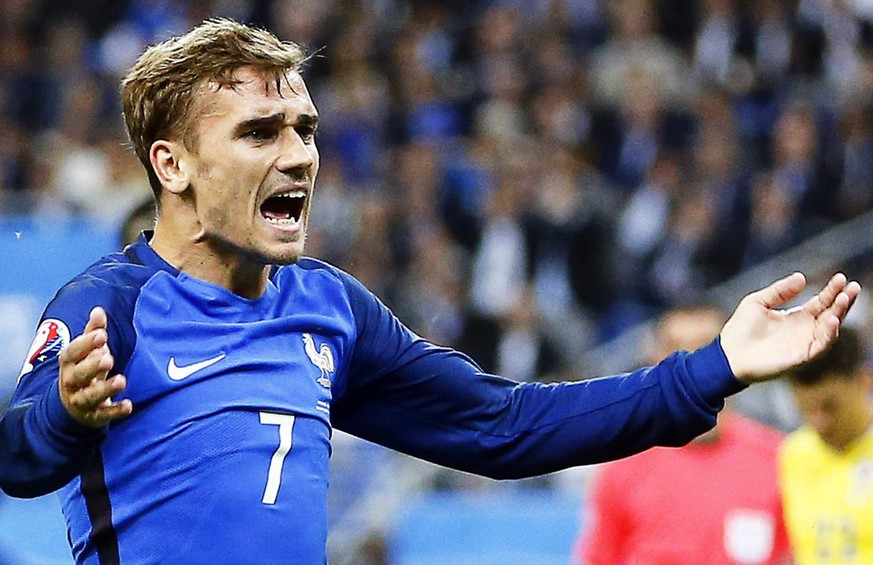 epa05355908 Antoine Griezmann of France reacts during the UEFA EURO 2016 group A preliminary round match between France and Romania at Stade de France in Saint-Denis, France, 10 June 2016.