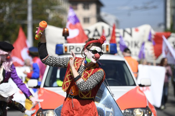 epa07539530 A protester, dressed as a clown, marches on a road to mark Labor Day in Zurich, Switzerland, 01 May 2019.  EPA/ENNIO LEANZA