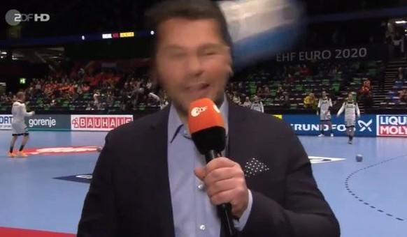 Handball-EM: ZDF-Mann kriegt Ball an den Kopf