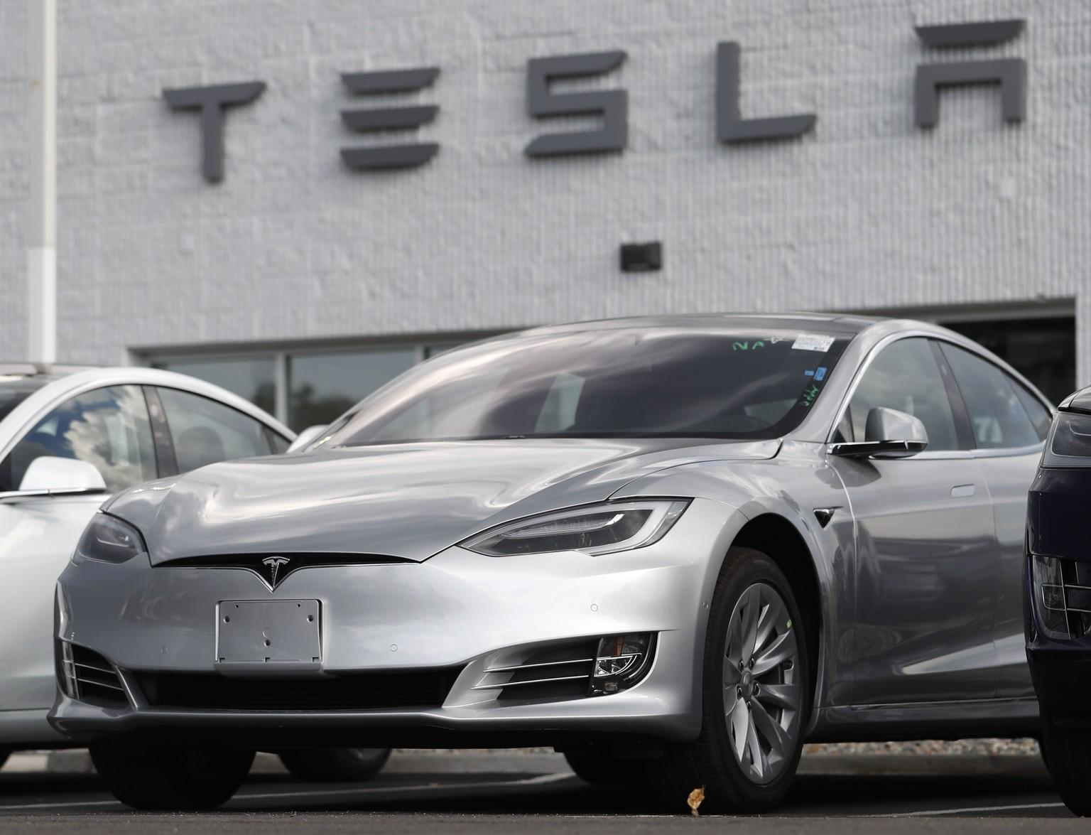 aae029d32 Bei Tesla läuft's, aber wo bleibt die E-Offensive von VW und Mercedes ?
