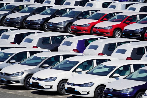 epa08217254 (FILE) - Volkswagen cars are parked nearby the terminal and tower of the BER airport in Schoenefeld near Berlin, Germany, 19 August 2018 (reissued 14 February 2020). Volkswagen group announced on 14 February 2020 that negotiations for a settlement have collapsed. The fees charged by the lawyers of the German consumer group vzbz were cited as the reason to discontinue negotiations on settlement talks with hundreds of thousands of Volkswagen customers regarding the carmakers' diesel emissions scandal.  EPA/ALEXANDER BECHER *** Local Caption *** 54615216