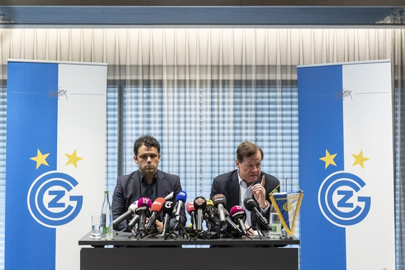 GC Praesident Stephan Rietiker, rechts, und Cheftrainer Uli Forte sprechen an einer Medienkonferenz zum gestrigen Abbruch des Fussballspiels gegen den FC Luzern und den Abstieg in die Challenge League, aufgenommen am Montag, 13. Mai 2019 in Zuerich. (KEYSTONE/Ennio Leanza)