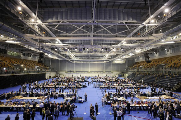 """Ballots are counted at the Emirates Sports Arena in Glasgow on September 18, 2014, after the polls close in the referendum on Scotland's independence. The question for voters at Scotland's more than 5,000 polling stations is """"Should Scotland be an independent country?"""" and they are asked to mark either """"Yes"""" or """"No"""". The result is expected in the early hours of Friday. AFP PHOTO/ANDY BUCHANAN"""