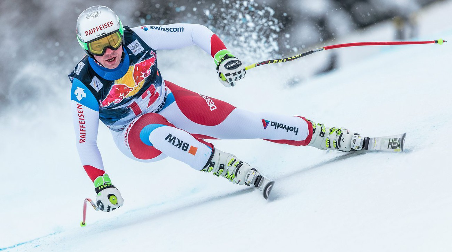 epa05120579 Beat Feuz of Switzerland competes in the men's Alpine Skiing World Cup Downhill race in Kitzbuehel, Austria, 23 January 2016.  EPA/EXPA/JFK