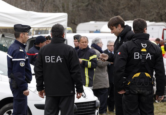 epa04678811 Members of BEA, the French Air Accident Investigation Agency arrive in Seyne-les-Alpes, France, 25 March 2015, after a Germanwings jetliner crashed in the French Alps. French investigators cracked open the badly damaged black box of a German jetliner on Wednesday and sealed off the rugged Alpine crash site where 150 people died when their plane on a flight from Barcelona, Spain to Duesseldorf slammed into a mountain.  EPA/CHRISTOPHE ENA / POOL MAXPPP OUT