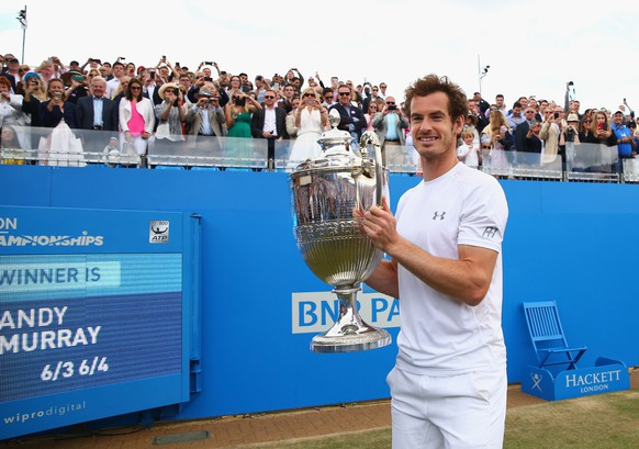 LONDON, ENGLAND - JUNE 21:  Andy Murray of Great Britain celebrates victory with the trophy after his men's singles final match against Kevin Anderson of South Africa during day seven of the Aegon Championships at Queen's Club on June 21, 2015 in London, England.  (Photo by Clive Brunskill/Getty Images)