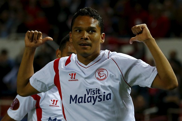 Sevilla's Carlos Bacca celebrates after scoring against Zenit St. Petersburg during their Europa League quarter final, first leg soccer match at Ramon Sanchez Pizjuan stadium in Seville April 16, 2015. REUTERS/Marcelo del Pozo