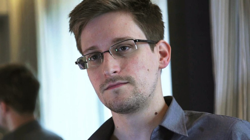 NSA whistleblower Edward Snowden, an analyst with a U.S. defence contractor, is seen in this still image taken from video during an interview by The Guardian in his hotel room in Hong Kong June 6, 2013. The Guardian US and Washington Post each were awarded a Pulitzer prize on April 14, 2014 for their coverage of surveillance by the U.S. National Security Agency. The prestigious prizes, awarded by Columbia University, are given in 14 categories of journalism as well as drama, music, poetry and books. Picture taken June 6, 2013. MANDATORY CREDIT. REUTERS/Glenn Greenwald/Laura Poitras/Courtesy of The Guardian/Handout via Reuters  (CHINA - Tags: POLITICS MEDIA) 