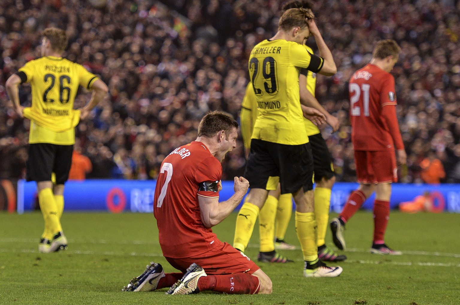 epa05259324 Liverpool's James Milner (C) celebrates  victory against Borussia Dortmund after the UEFA Europa League quarter final second leg soccer match between Liverpool FC vs Borussia Dortmund, at Anfield in Liverpool, Britain, 14 April 2016.  EPA/PETER POWELL