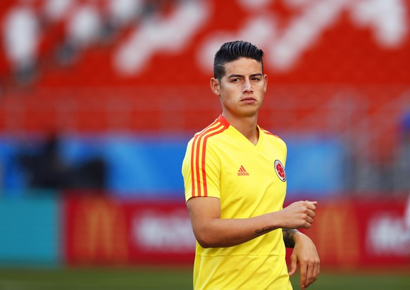 epa06819250 Colombia's midfielder James Rodriguez attends his team's training session in Saransk, Russia, 18 June 2018. Colombia will face Japan in their FIFA World Cup 2018 group H preliminary round soccer match on 19 June 2018.  EPA/RUNGROJ YONGRIT   EDITORIAL USE ONLY
