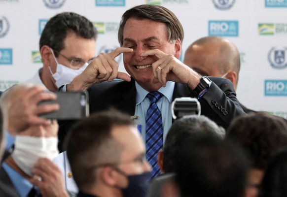 epa08603459 Brazil's President Jair Bolsonaro (C) poses as he attends the opening of a civic and military school in Rio de Janeiro, Brazil, 14 August 2020.  EPA/Antonio Lacerda