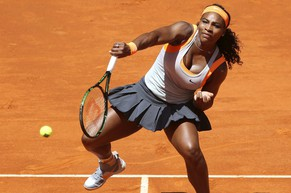epa04736782 Serena Williams of the USA returns the ball to Spain's Carla Suarez Navarro during their quarter final match of the Mutua Madrid Open tennis tournament at the Caja Magica tennis complex in Madrid, Spain, 07 May 2015.  EPA/CHEMA MOYA