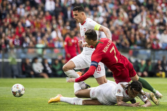 Switzerland's midfielder Granit Xhaka, Portugal's forward Cristiano Ronaldo and Switzerland's defender Kevin Mbabu, from left, in action during the UEFA Nations League semi-final soccer match between Portugal and Switzerland at the Dragao stadium in Porto, Portugal, on Wednesday, June 5, 2019. (KEYSTONE/Jean-Christophe Bott)