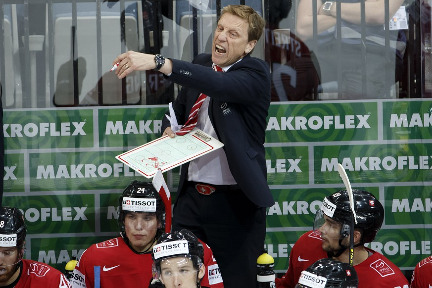Glen Hanlon, head coach of Switzerlands national ice hockey team, shouts against his players, during the IIHF 2015 World Championship preliminary round game Switzerland vs Latvia, at the O2 Arena, in Prague, Czech Republic, Wednesday, May 6, 2015. (KEYSTONE/Salvatore Di Nolfi)