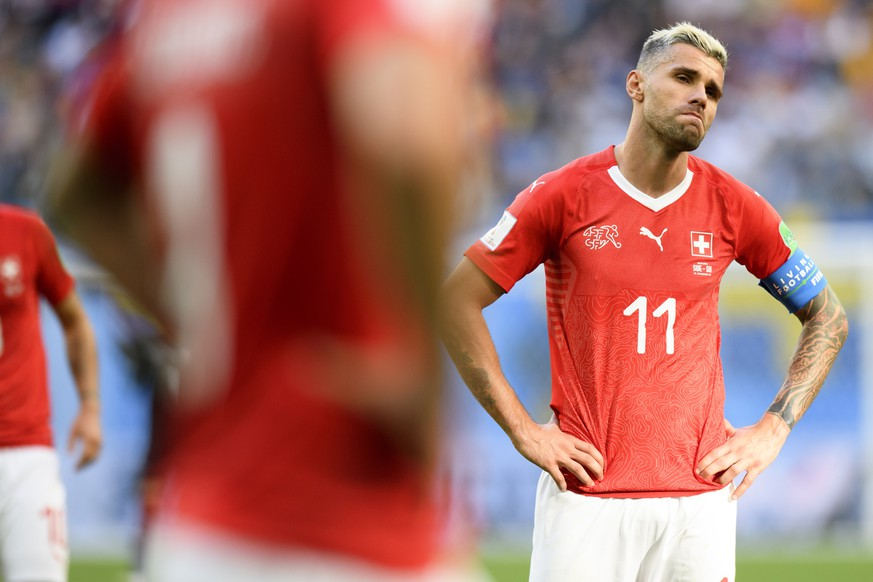 ARCHIVBILD ZUR AUSSORTIERUNG VON BEHRAMI AUS DER SCHWEIZER NATIONALMANNSCHAFT -- Switzerland's midfielder Valon Behrami reacts during the FIFA World Cup 2018 round of 16 soccer match between Sweden and Switzerland at the Krestovski Stadium, in St. Petersburg, Russia, Tuesday, July 3, 2018. (KEYSTONE/Laurent Gillieron)