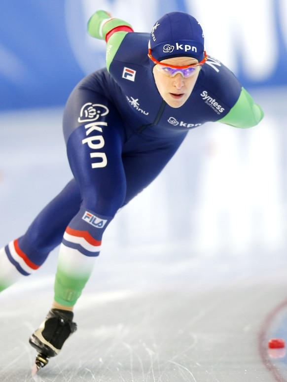 Ireen Wüst of Netherlands competes in the Women's 3000 meter during the Speed Skating World Cup at the Viking Ship ice skating arena in Hamar, Norway, Sunday, Feb. 1, 2015. (AP Photo/NTB Scanpix, Terje Pedersen)